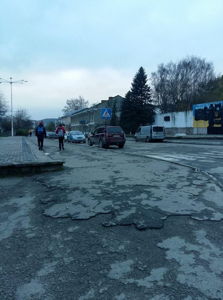 Містечко на Тернопільщині виглядає, немов після бомбардування, скаржаться місцеві (фото), фото-1