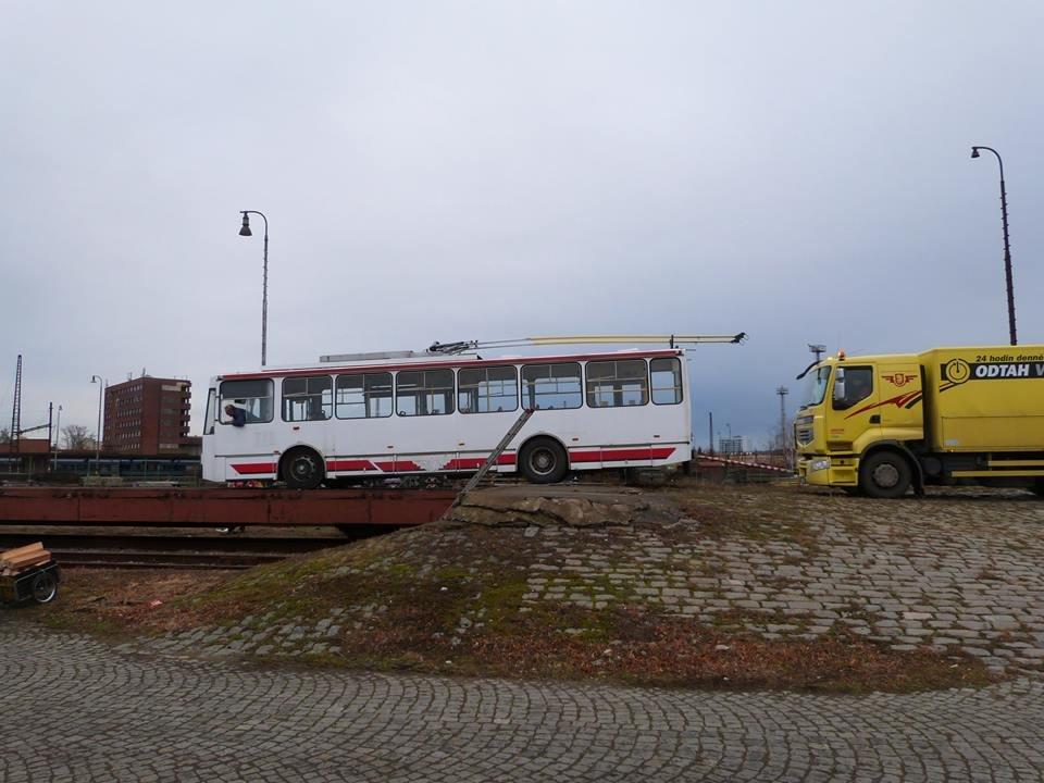 До Тернополя відправили черговий тролейбус із Чехії (фото), фото-2