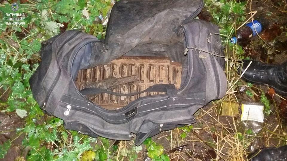 У Тернополі патрульні затримали осіб, які, ймовірно, викрали огорожу (ФОТО), фото-1