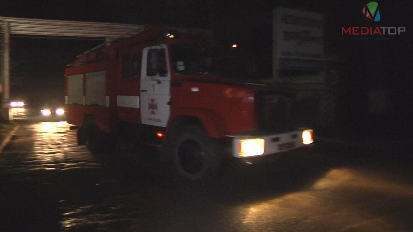 У Тернополі на заводі стався вибух: під завалами опинився чоловік (ФОТО+ВІДЕО), фото-1