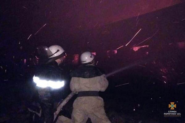 На Тернопільщині рятувальники 5 годин гасили палаючу стайню площею понад 1000 м² (ФОТО), фото-4
