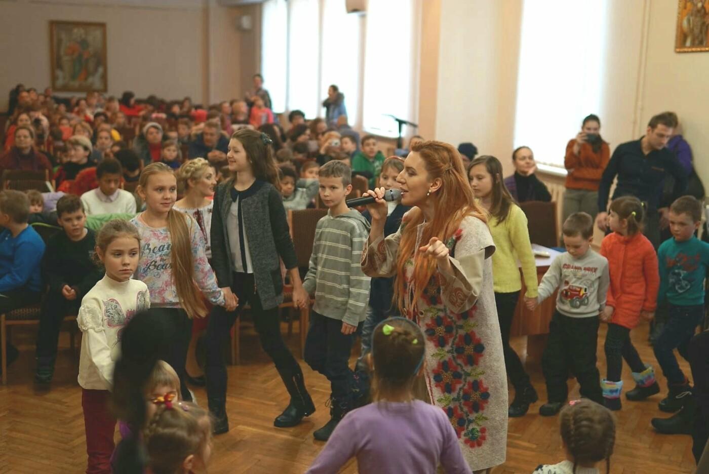 «АТБ» виступив у ролі Святого Миколая для тисяч українських дітей, фото-5