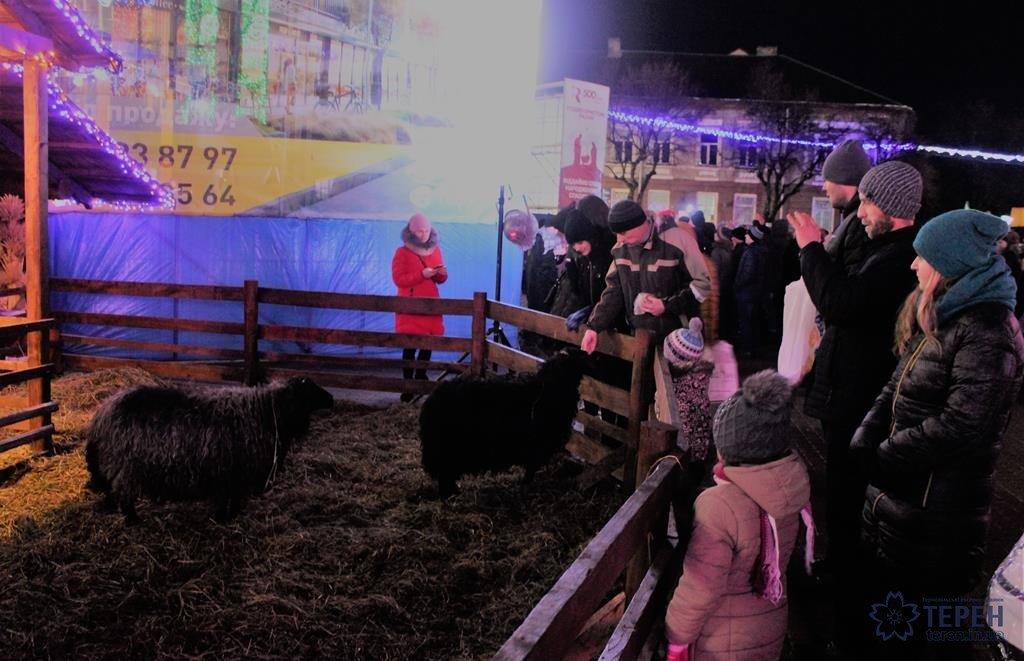 Тернополяни на Театральному майдані святкували Різдво з більшістю християн у світі (фото), фото-3