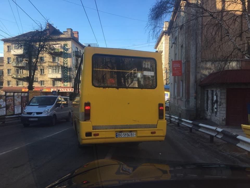 В соцмережах скаржаться на водія маршрутки, який порушує ПДР (фото), фото-1
