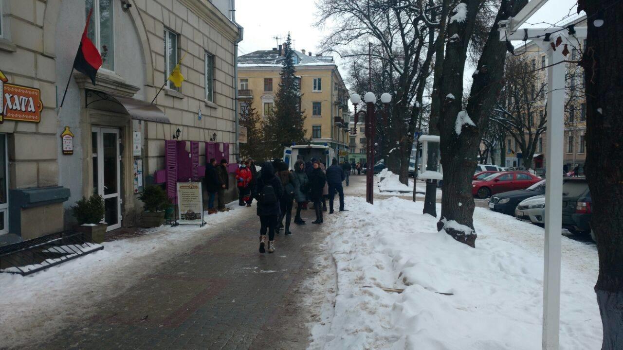 У центрі Тернополя ножем поранили екс-депутата міської ради Ігоря Турського (фото), фото-3