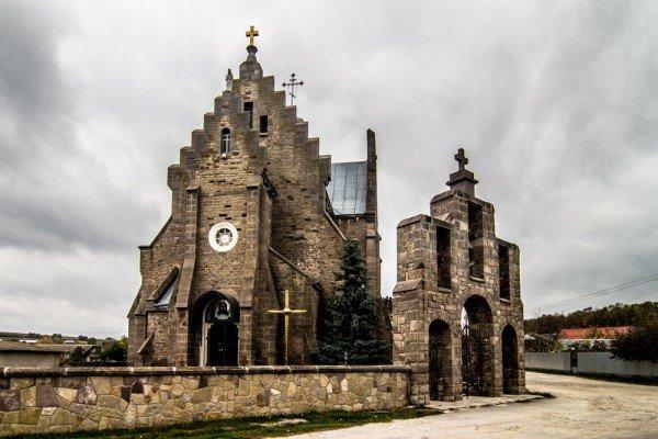 """Краса, яка зникає: на Тернопільщині """"вмирають"""" десятки покинутих костелів (фото), фото-1"""