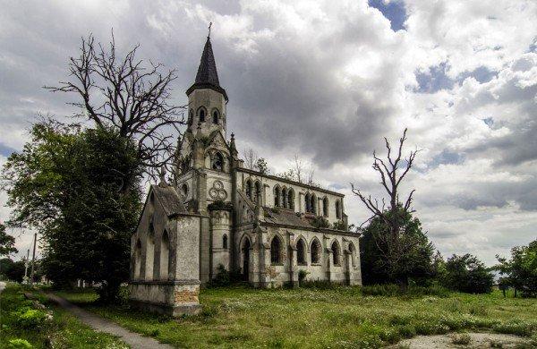 """Краса, яка зникає: на Тернопільщині """"вмирають"""" десятки покинутих костелів (фото), фото-4"""