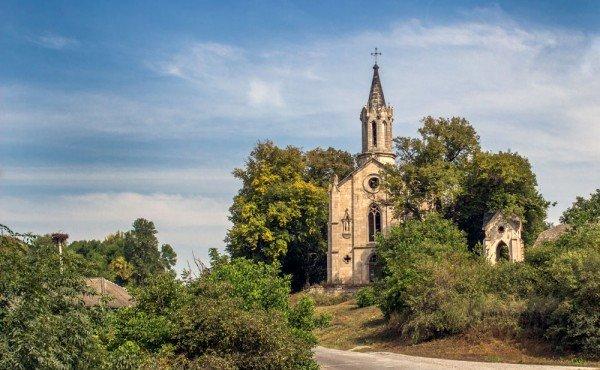 """Краса, яка зникає: на Тернопільщині """"вмирають"""" десятки покинутих костелів (фото), фото-6"""