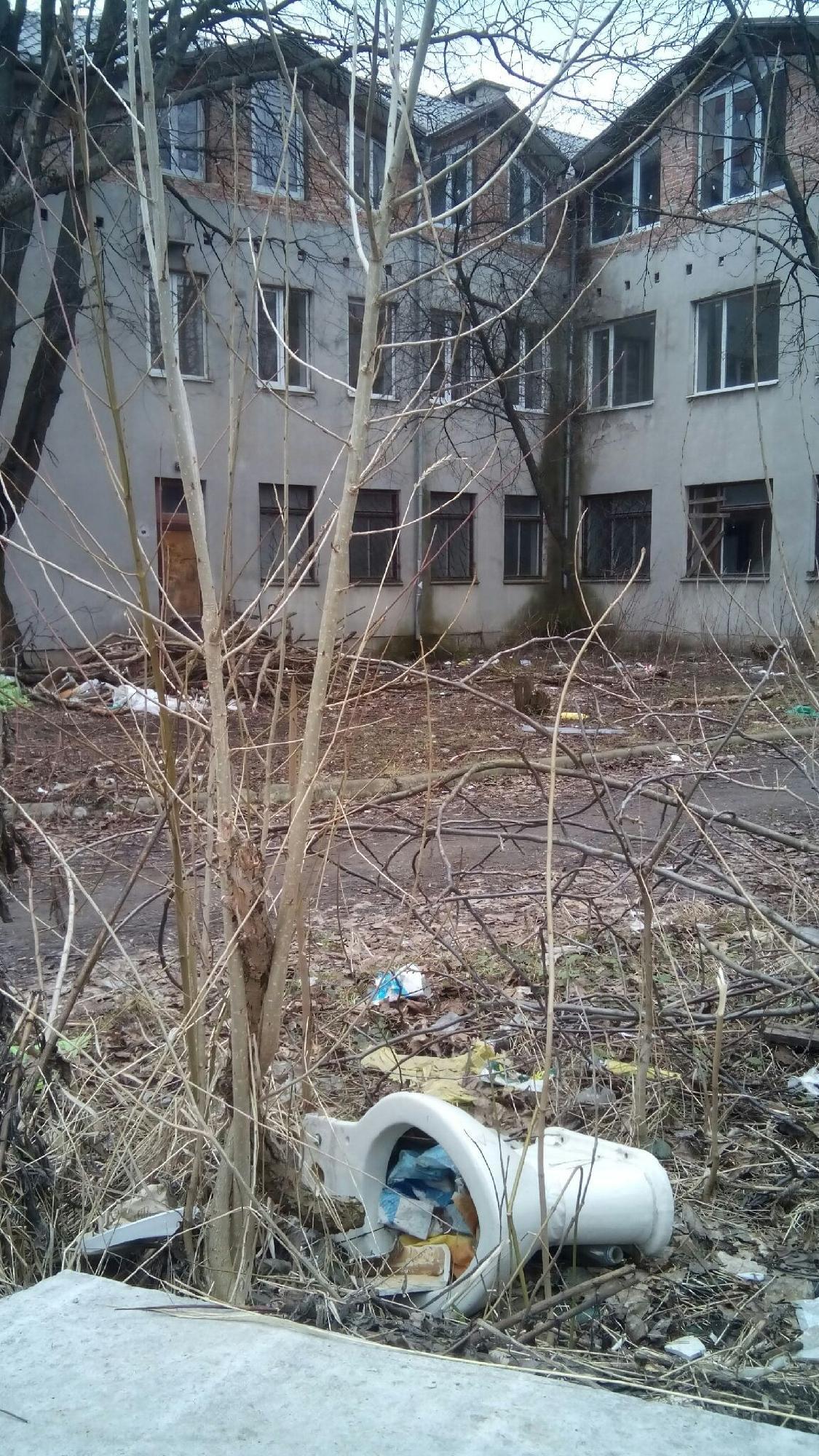 На території колишнього тернопільського дитсадка тепер промишляють наркомани (фото), фото-5