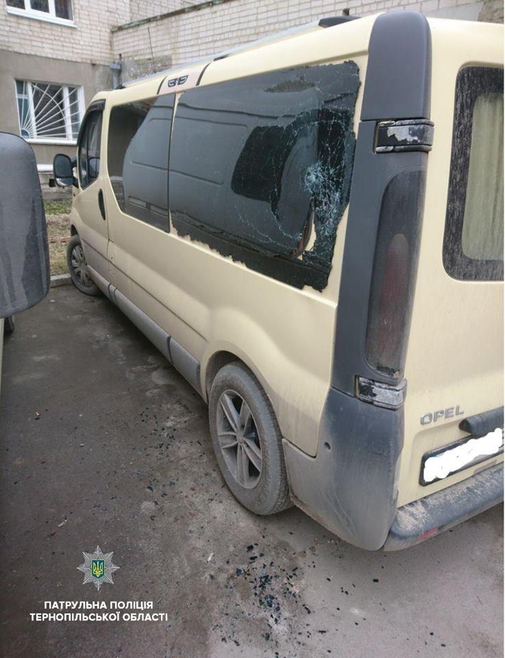 Тернополянин навмисно розбив скло в чужому автомобілі (фото), фото-1