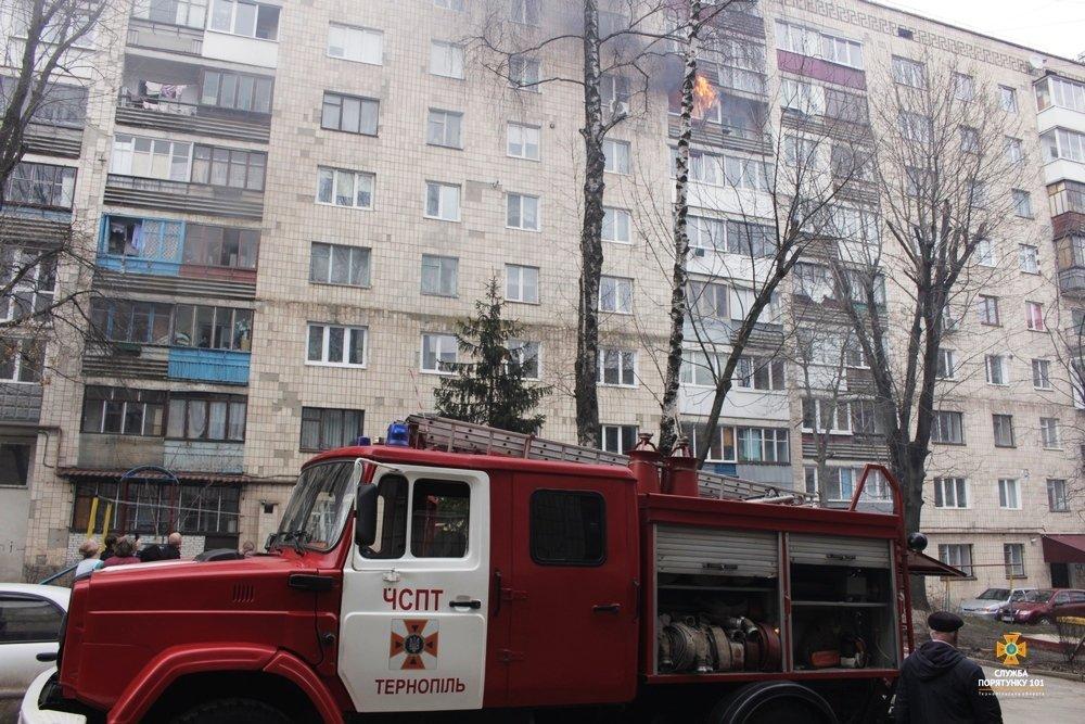 Внаслідок пожежі з тернопільської багатоповерхівки евакуювали 60 мешканців (фото, відео), фото-2