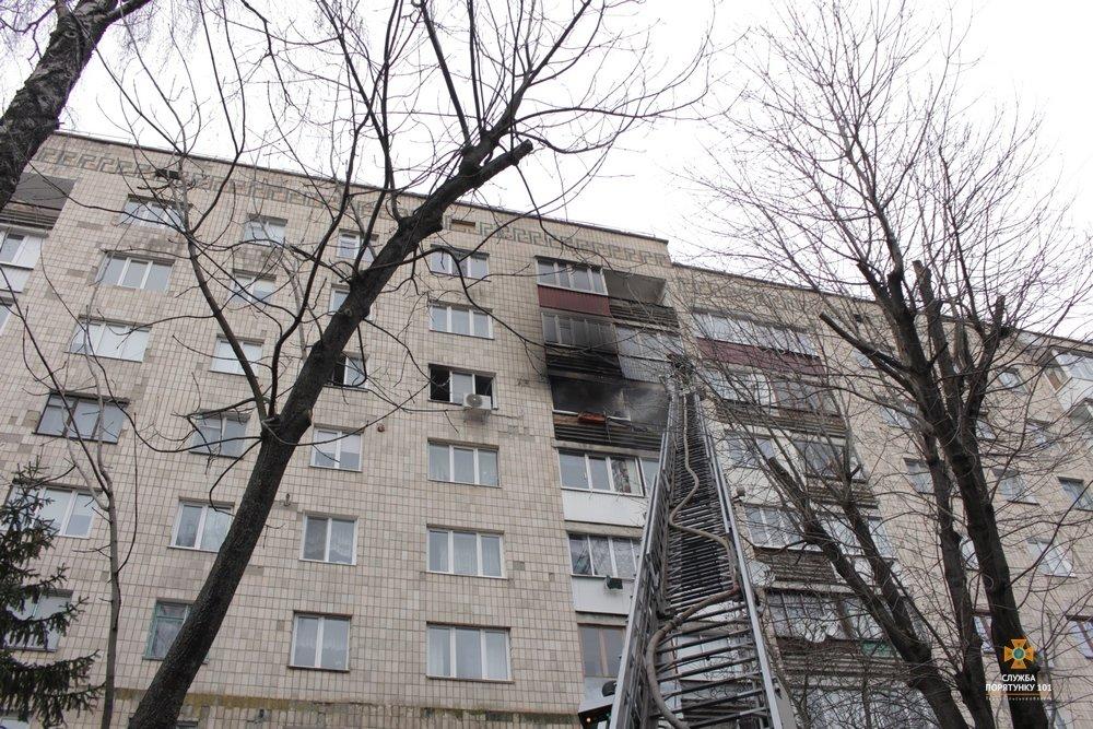 Внаслідок пожежі з тернопільської багатоповерхівки евакуювали 60 мешканців (фото, відео), фото-4