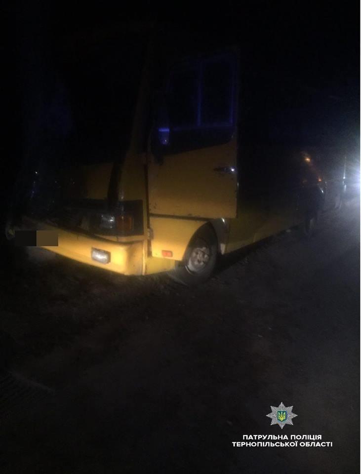 У Тернополі водій 16-ї маршрутки врізався у стовп (ФОТО), фото-1