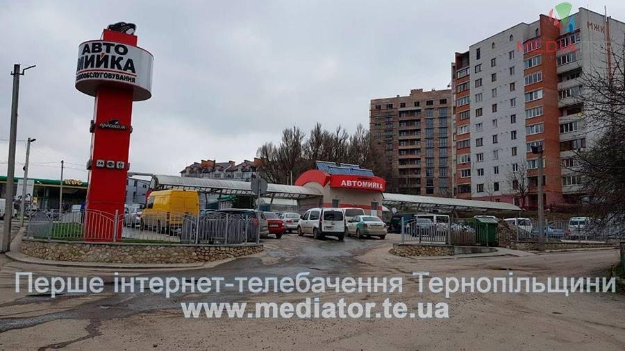Тернопільські водії влаштовують аншлаги на місцевих автомийках (фото), фото-1