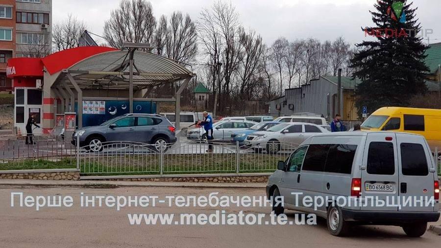 Тернопільські водії влаштовують аншлаги на місцевих автомийках (фото), фото-2