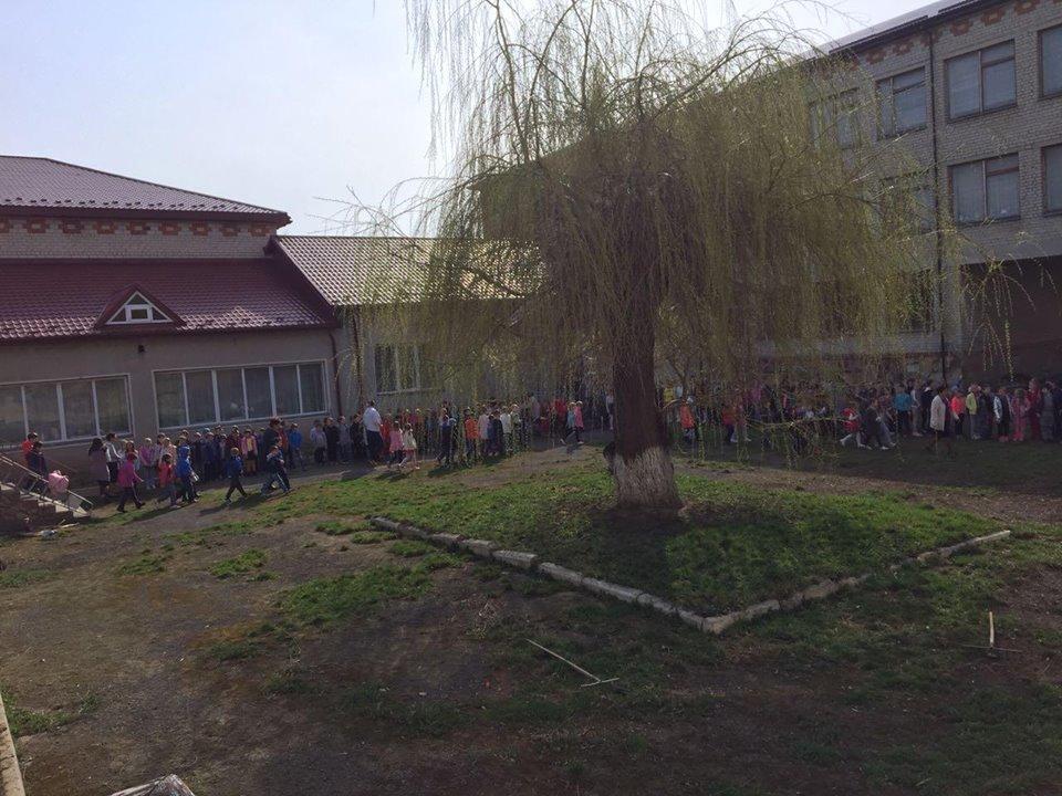 Рятувальники евакуювали 700 учнів зі школи на Тернопільщині (ФОТО), фото-2