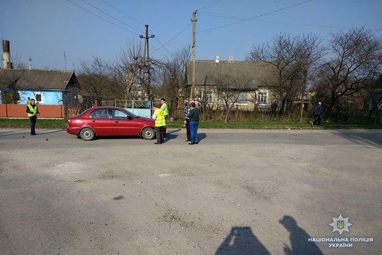 На Тернопільщині дитина на велосипеді потрапила під колеса автомобіля Daewoo Lanos (фото), фото-1