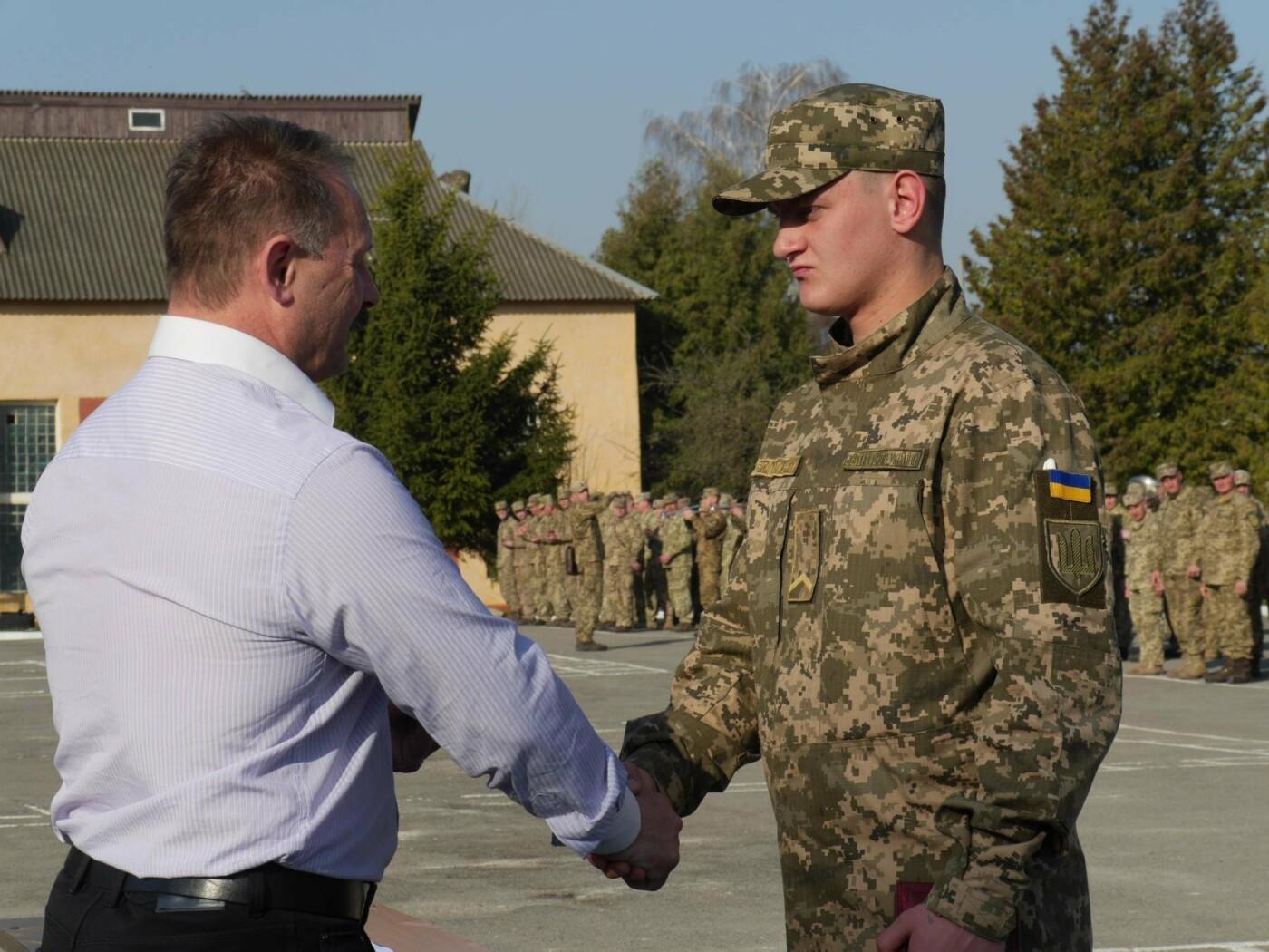 У Тернополі 21-річному військовослужбовцю вручили чотири відзнаки, фото-2