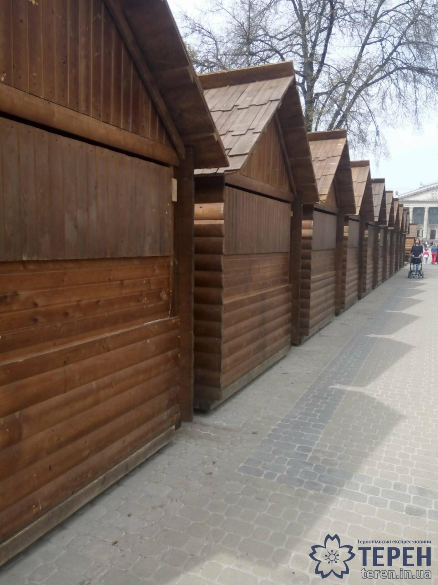 У центрі Тернополя розбирають святкові декорації (фото), фото-1