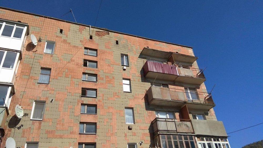 На Тернопільщині з багатоповерхівки відпав шматок облицювальної плитки (ФОТО), фото-2