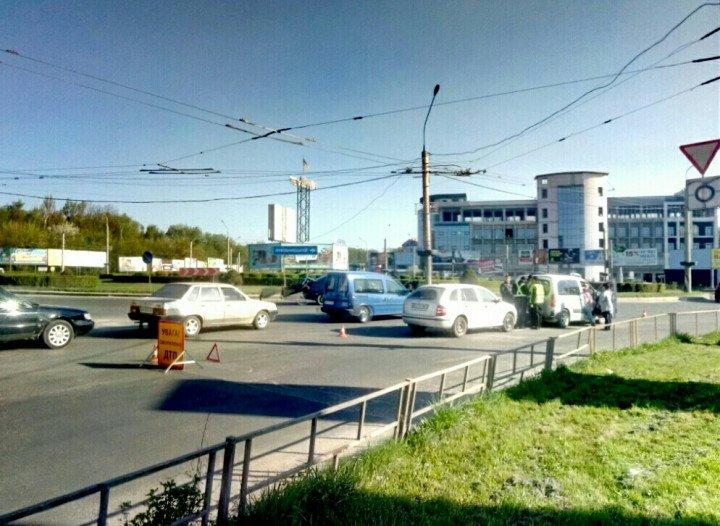 У Тернополі поблизу Збаразького кільця трапилася ДТП (фото), фото-2