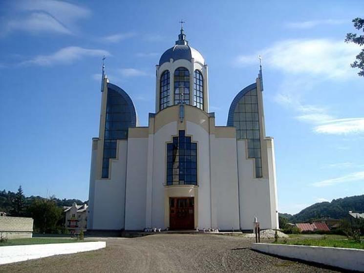 У серці одного з міст Тернопільщини височіє храм у вигляді тризуба (ФОТО), фото-1