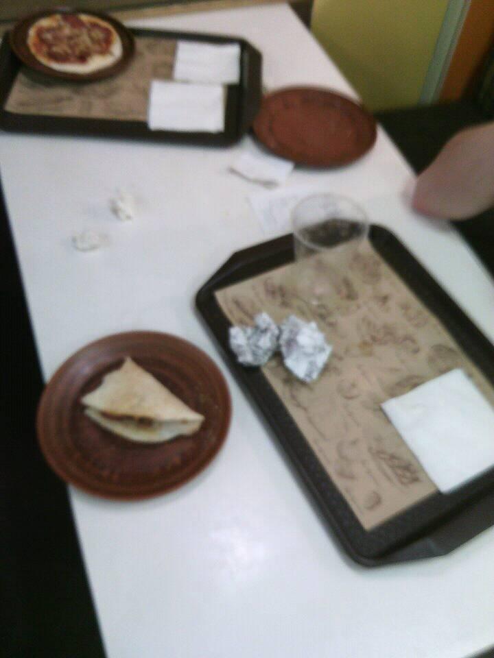 """Курйоз у тернопільській """"Цибульці"""": зі столу вкрали бургер і пиво (ФОТО), фото-1"""