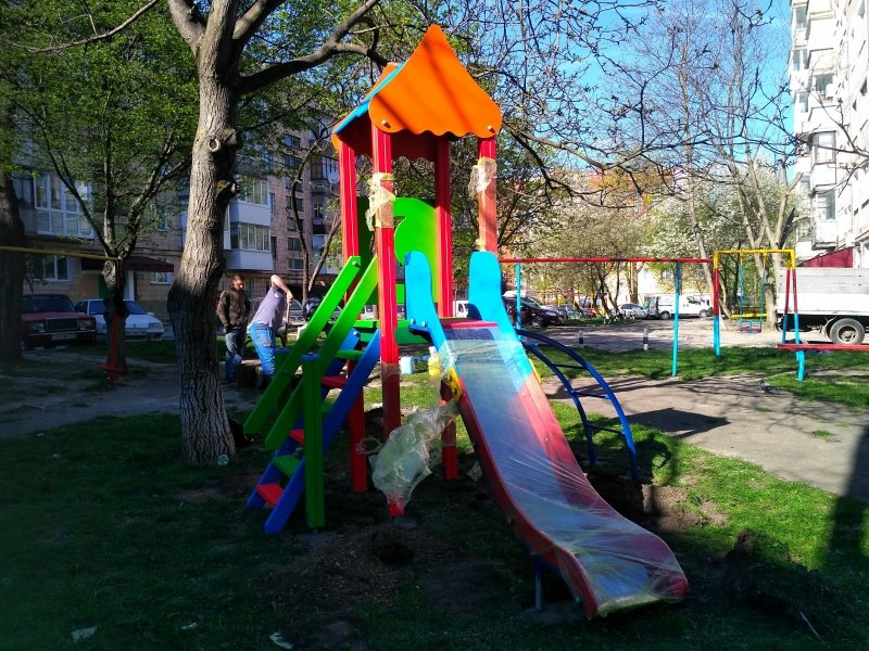 У Тернополі з'явився новий дитячий майданчик (ФОТО), фото-2