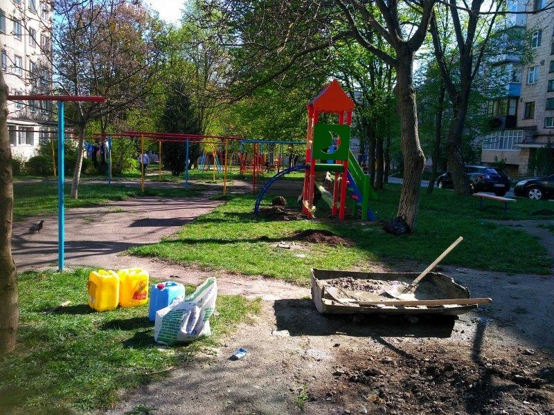 У Тернополі з'явився новий дитячий майданчик (ФОТО), фото-1