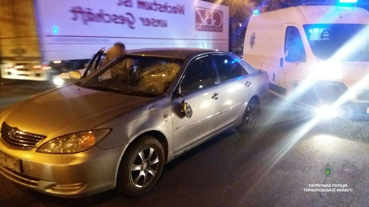 У поліції повідомили подробиці ДТП неподалік Тернополя, у якій постраждав пішохід (ФОТО), фото-1