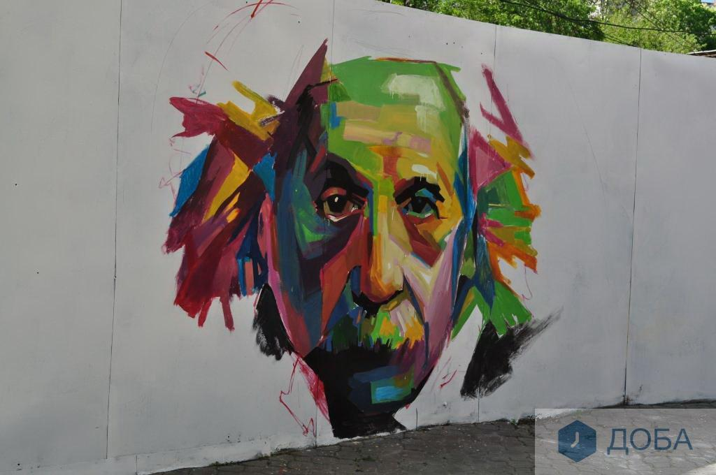Портрет Ейнштейна та великий космонавт прикрасили стіни Тернополя (фото), фото-2