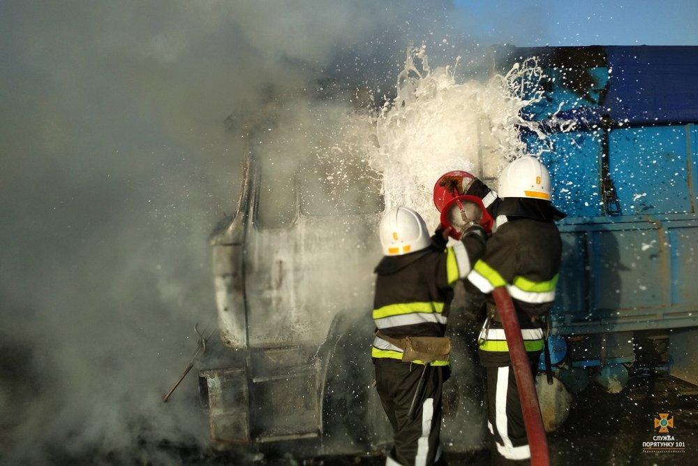 На Тернопільщині згоріла фура з соняшником, фото-2