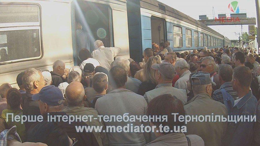 """""""Везуть, як худобу"""", – тернопільські пасажири не вміщаються у вагони потягів (ФОТО+ВІДЕО), фото-8"""