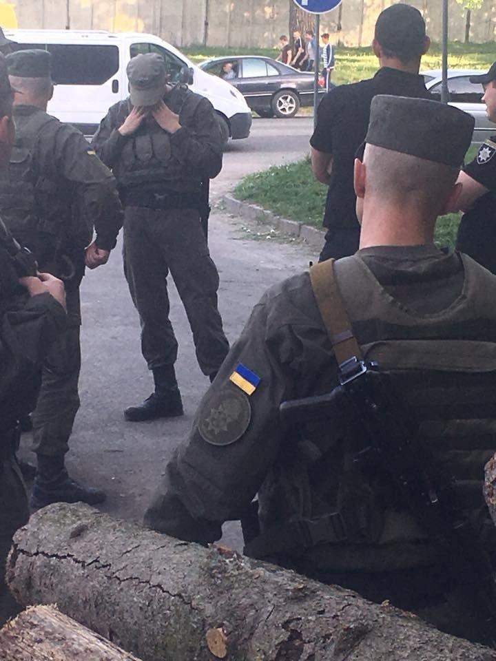"""Парк від тернополян """"охороняють"""" озброєні люди (ФОТО), фото-7"""