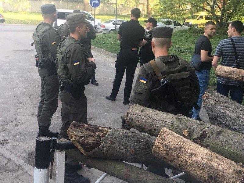 """Парк від тернополян """"охороняють"""" озброєні люди (ФОТО), фото-8"""