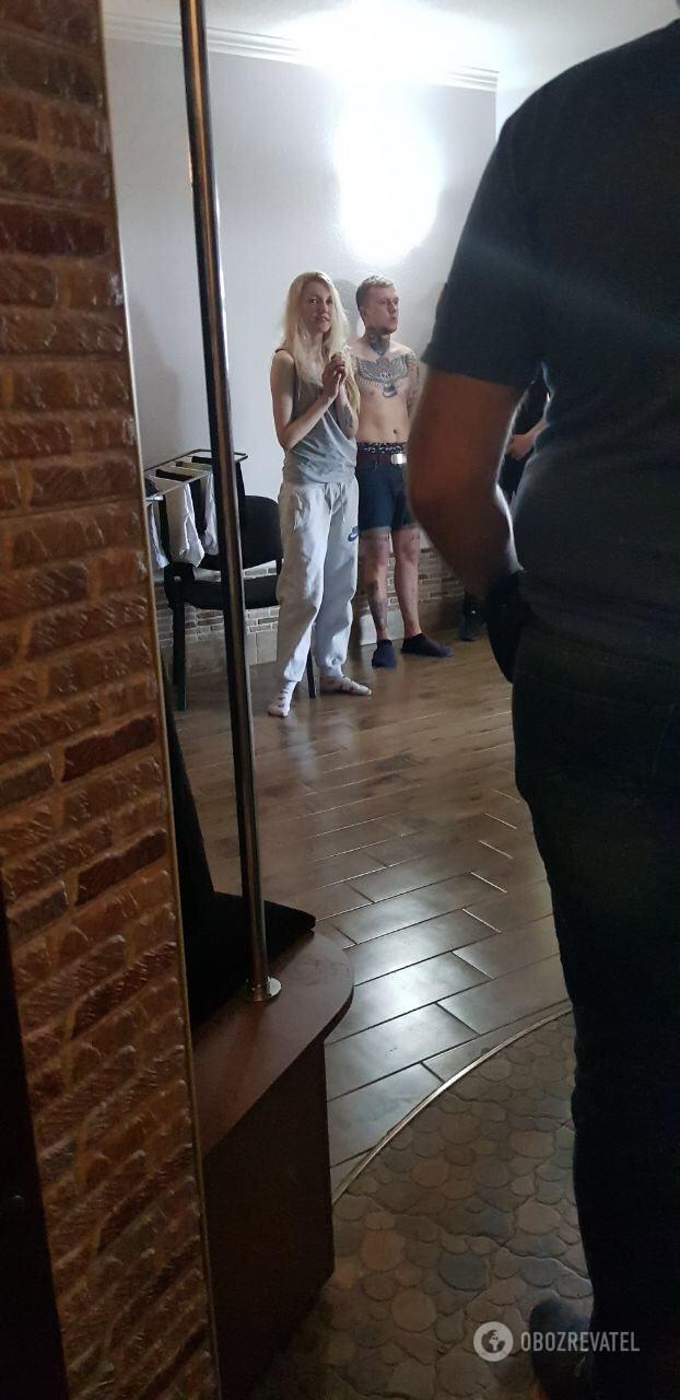 В Харкові затримали групу осіб, які ледь не до смерті побили АТОвця з Тернопільщини через напис на футболці (фото), фото-4