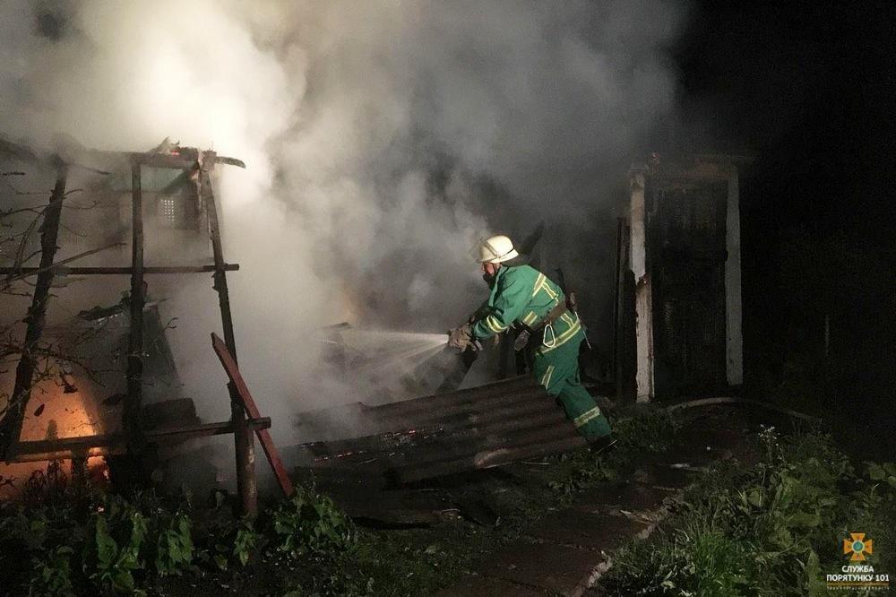 На Тернопільщині посеред ночі загорілася будівля (фото), фото-2