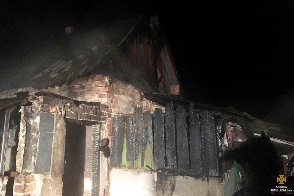 На Тернопільщині посеред ночі загорілася будівля (фото), фото-3