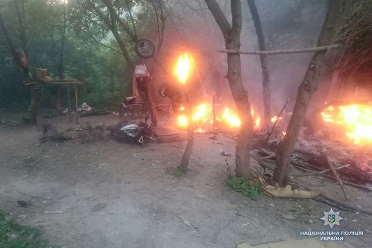 Правоохоронці Тернополя встановлюють осіб, які напали на табір ромів (ФОТО), фото-2