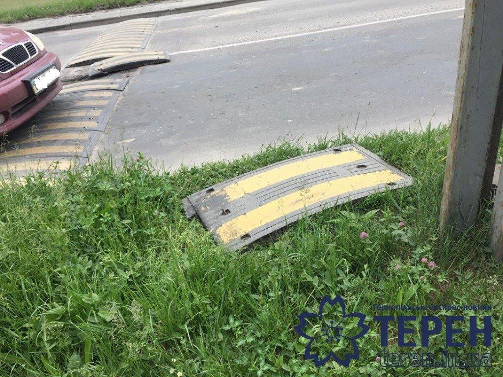 «Лежачого поліцейського» у Тернополі можна збирати по частинах (фото), фото-2