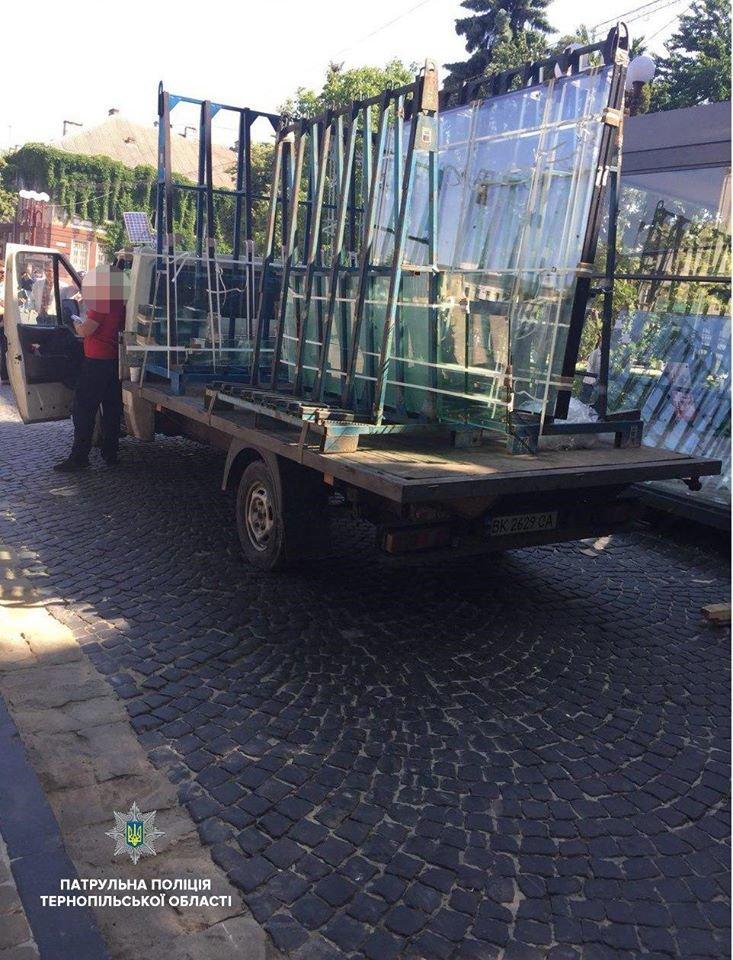 У Тернополі водія, який припаркувався у центрі міста, оштрафували (фото), фото-2