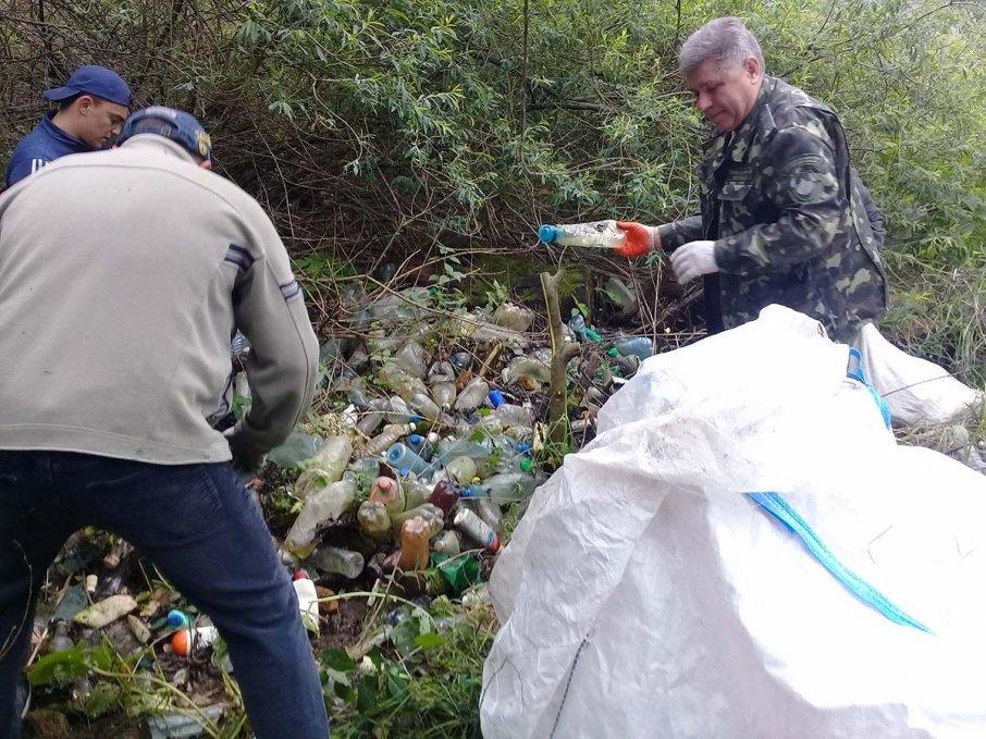 Гори сміття зібрали тернопільські волонтери з берегів Дністра (фото), фото-2
