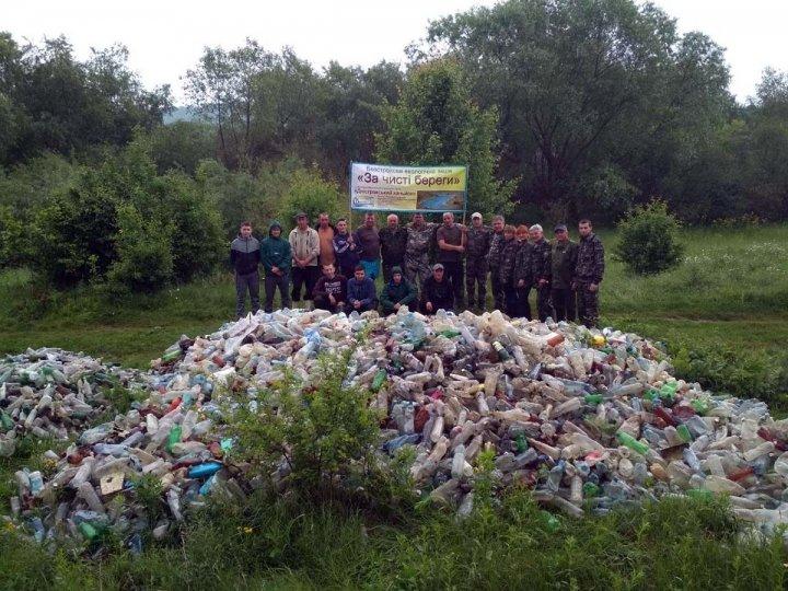 Гори сміття зібрали тернопільські волонтери з берегів Дністра (фото), фото-1