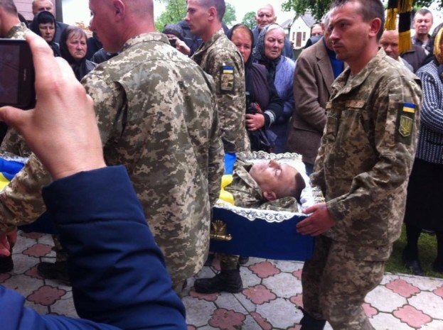 """""""Була сім'я – і немає сім'ї"""": односельці розповіли трагічну долю родини бійця, якого застрелили на Донбасі, фото-2"""