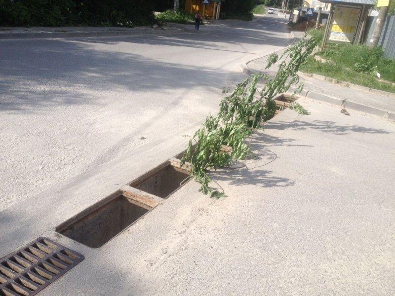 Злодії у Тернополі масово викрадають дощеприймальні решітки (фото), фото-3
