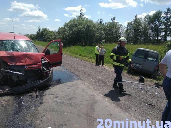 На Зелені свята в аварії на Тернопільщині покалічились шестеро осіб: серед них - двоє дітей (ФОТО), фото-1