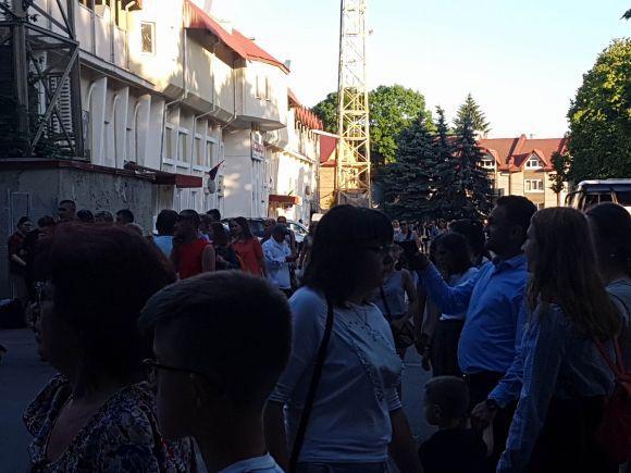 Олег Винник свій виступ у Тернополі почав зі згадок про загиблого бійця та свою померлу маму (фото), фото-2