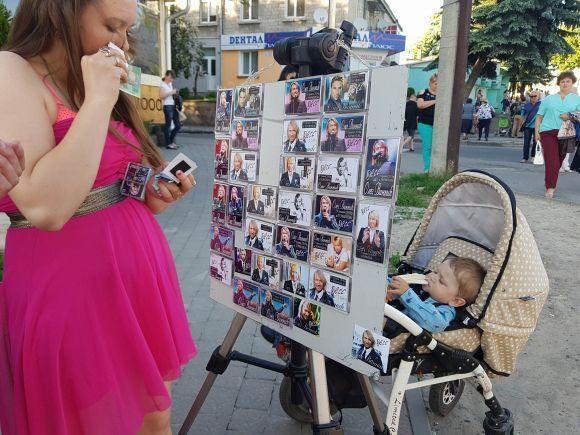 Олег Винник свій виступ у Тернополі почав зі згадок про загиблого бійця та свою померлу маму (фото), фото-1