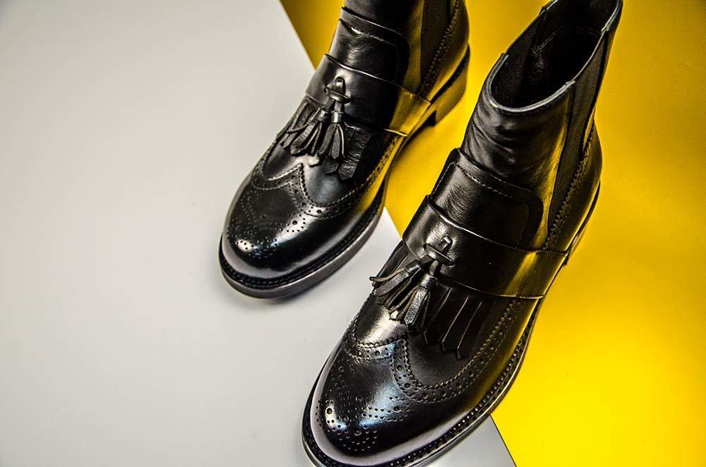 З настанням осені кожна дівчина намагається порадувати себе якісним і  модним шкіряним взуттям. Купити черевики жіночі справа не з легких f6163a7cf6d79