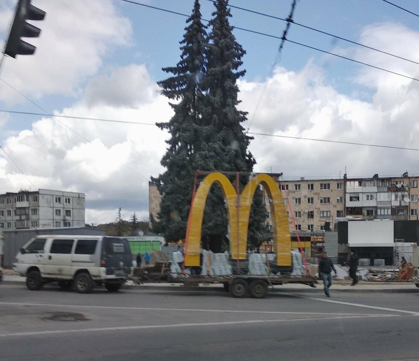 Найзнаменитішу «М» світу уже привезли в Тернопіль (ФОТОФАКТ), фото-1